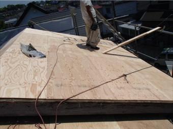 野地板の増し張りをすることで屋根の強度が上がります