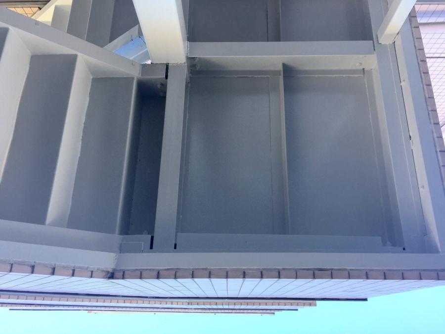 前橋市三河町マンション階段裏塗装2