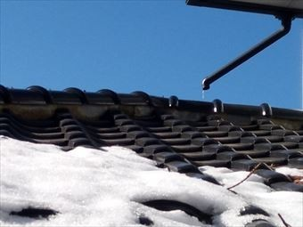 前橋市富士見町瓦上外れた雨どい