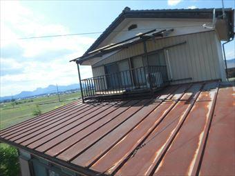 安中市松井田町で天井に雨シミ!?屋根は葺き替えかカバー工法で悩んでいます。