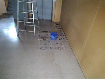 前橋市大胡町で店舗で天井に黒カビ、原因は屋上の傷んだ防水シートにあります!