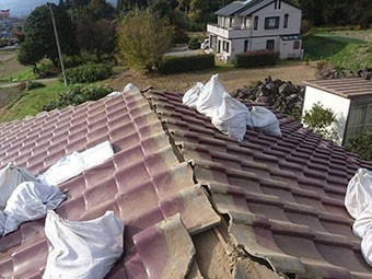 前橋市富士見町 屋根瓦葺き替え工事 既存の瓦撤去