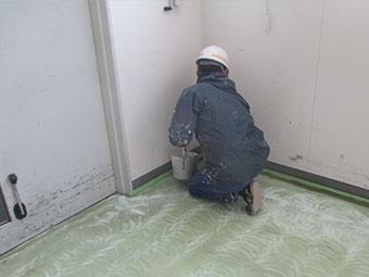 太田市工場床下塗り作業①
