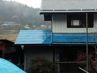 東吾妻のトタン屋根