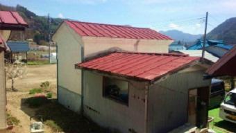 利根郡片品村、サンブトタン屋根の離れ小屋の建物全体
