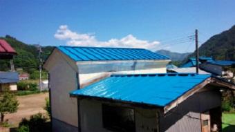 利根郡片品村で離れ小屋のサンブトタン屋根の塗装工事完了