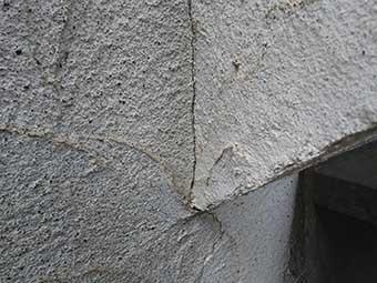 モルタル外壁ヒビ