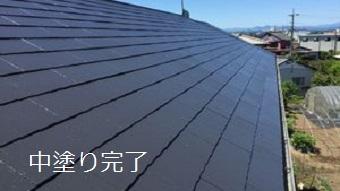佐波郡玉村町で黒いコロニアル屋根のお宅で中塗り完了