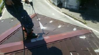 高崎市貝沢町の六角形屋根のお宅で六角形の屋根を高圧洗浄