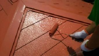 高崎市貝沢町で六角形の屋根のお宅で上塗り作業