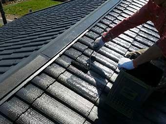 藤岡市 屋根塗装 上塗り1回目