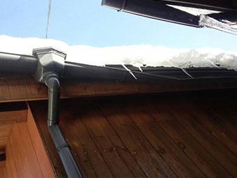 雪害 破損した雨樋