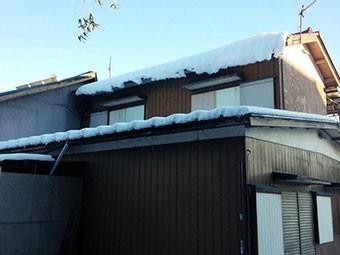 群馬 渋川 屋根落雪注意