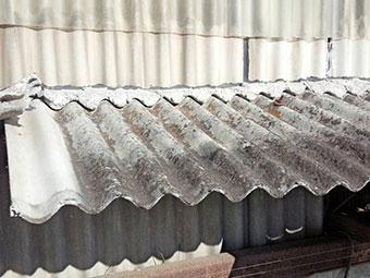 前橋芳賀工業団地の工場傷んだスレート波板