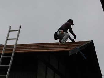 トタン屋根葺き替え桟造り