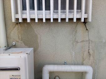 高崎市下里見町サッシ下の割れた外壁