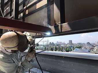前橋市 屋上看板の鉄骨取り付け