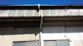 高崎市綿貫町工場外壁面の雨どい
