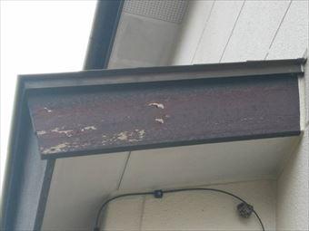 高崎市上大島町下屋根破風板塗装のはがれ