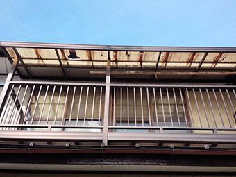 前橋市富士見町ベランダ破損した屋根