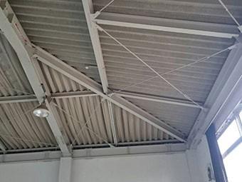 幼稚園の体育館の天井調査