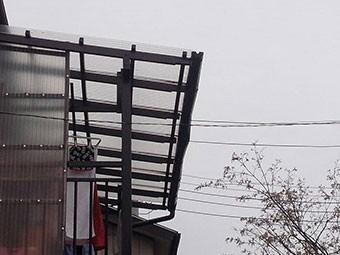 前橋市光が丘町ベランダテラスの雨といの歪み