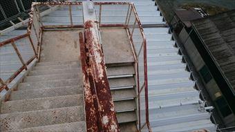 藤岡市立石町P工場屋上階段