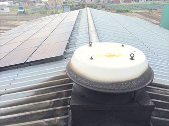 桐生市新里町のT工場様で屋根の雨漏り点検、コーキング補修跡が切れてます!