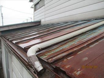 北群馬郡吉岡町屋根上の雨どい