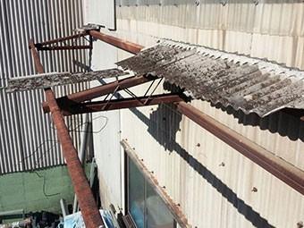 前橋芳賀工業団地の工場破損した屋根