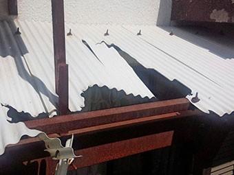 沼田市清水町1Fテラス波板の屋根破損