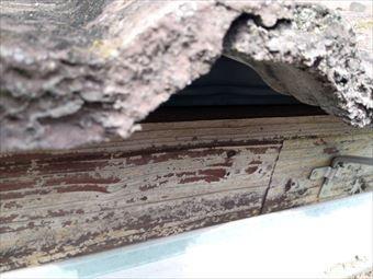 前橋市総社町劣化し崩れた屋根瓦アップ