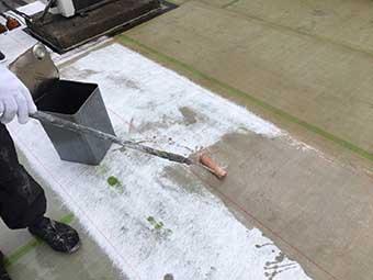 前橋市 屋上防水 ガラスマット後のポリエステル樹脂