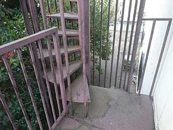マンション外階段螺旋