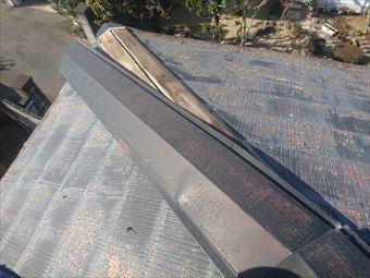 前橋市駒形町で寄せ棟屋根の棟板金と劣化している貫板を交換しました
