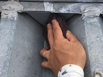 工場屋根 塗装前ケレン