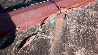 太田市築25年コロニアル屋根の傷んだ部分