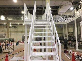 工場内階段塗装完成