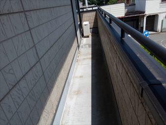 前橋市岩神町で屋根塗装のあとにベランダ防水工事をしました