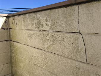太田市鳥山上町S様ベランダ内外壁のひび
