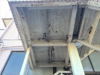 前橋市三河町マンション階段塗装工事踊り場裏