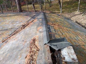 吾妻郡東吾妻町別荘屋根の棟板金の破損