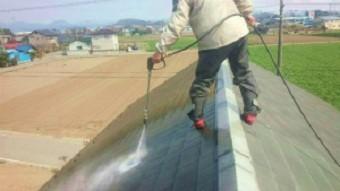 桐生市新里町で大きなガレージのあるお宅で高圧洗浄