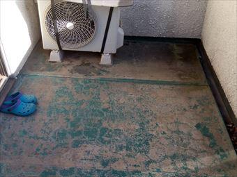 前橋市総社町でベランダのシート防水の劣化が原因で雨漏りしてます