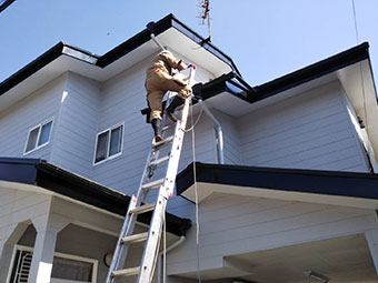 前橋市大友町でコロニアル屋根の雨漏り調査 原因は縁切り不足か