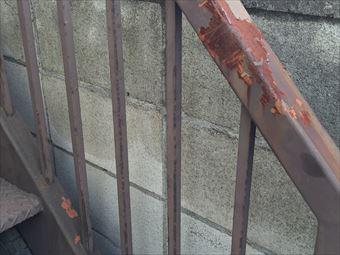 前橋市箱田町外階段の手すりのサビ