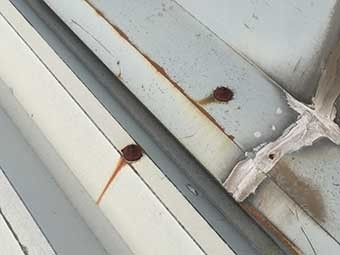 伊勢崎市赤堀町D会社北側屋根材劣化したコーキング