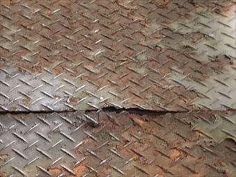 前橋市箱田町腐食したベランダの鉄板