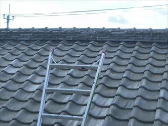 前橋市大胡町の屋根調査で鬼瓦の漆喰にすき間といぶし瓦のズレが見られました