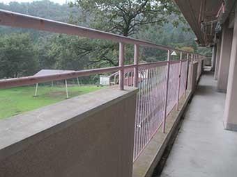 太田市熊野町施設建物ベランダ
